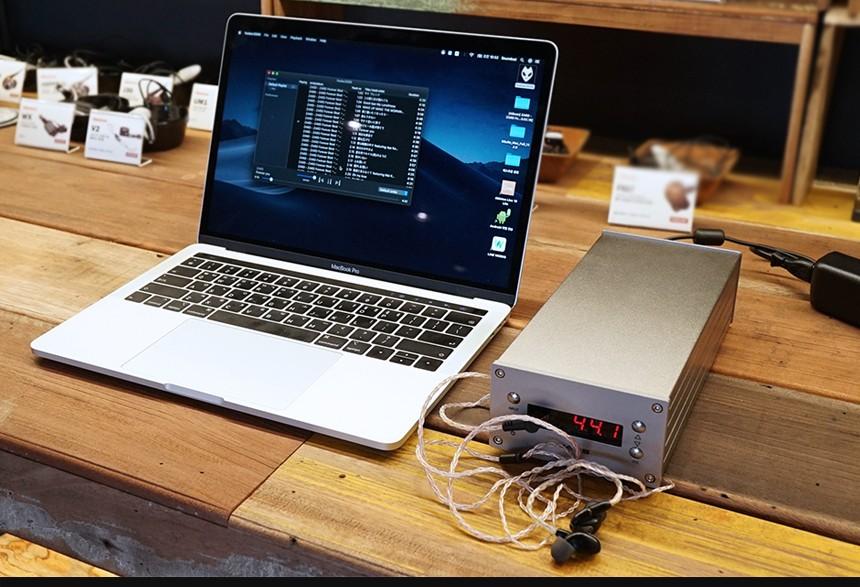ヘッドフォンアンプ搭載フェムトクロックDAコンバーター JAVS X5-DAC-Femto 10